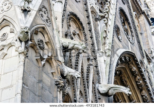 Pictures and details of the Cathedral of Notre Dame de Paris. France