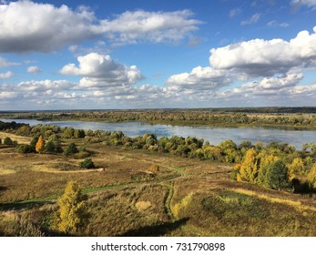 The picturesque Bank of the river. The colors of autumn.