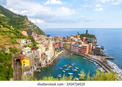 Picturesque coastal village of Vernazza, Cinque Terre, Italy.