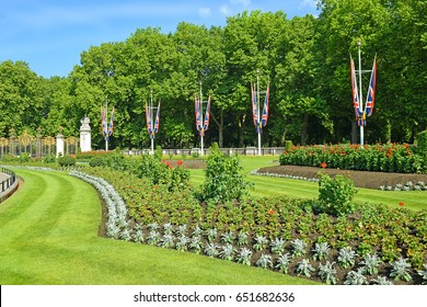 picturesque flower bed and entrance to Green Park (Canada Gate) near Buckingham Palace, London, UK