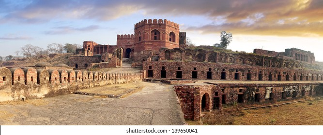 Picturesque panorama of Fatehpur Sikri Fort, India.