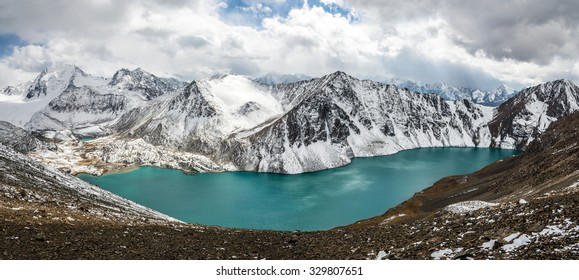Picturesque turquoise mountain lake Ala-Kul. Tien Shan. Kyrgyzstan.