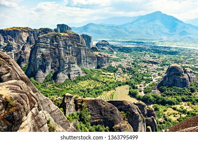Picturesque view of a village in the Thessaly Valley. Rock formation Meteora, Greece, Europe.