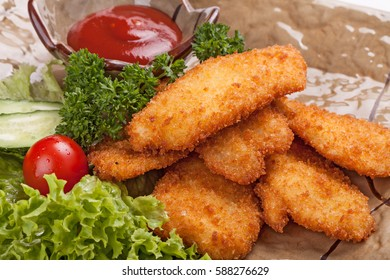 Pieces of chicken fried in batter garnished with vegetables.