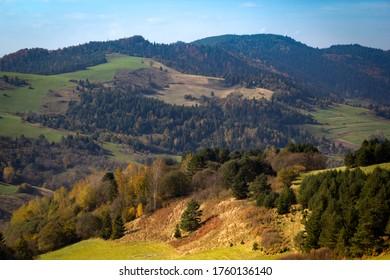 Pienins Mountains in autumn. View from near Wysoki Wierch (Slachtovsky vrch) mountain toward west (Czerwony Klasztor, Cerveny klastor).