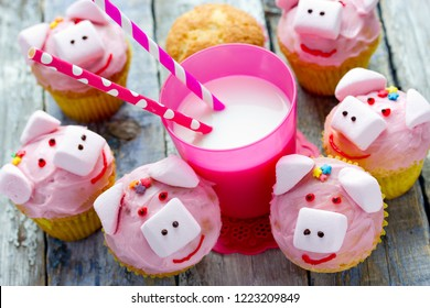 Pig cupcakes, animal shaped funny cakes for kids party, piggy cupcakes with pink frosting and marshmallow