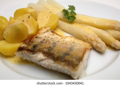 pike fish with potatoes and asparagus