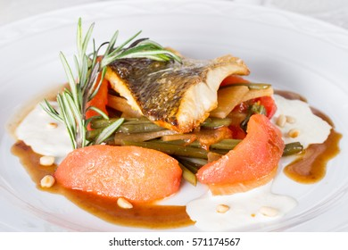 Pike perch baked with vegetables