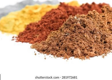 Pile of bunte Effect Pigments Pulver zur Beschichtung.