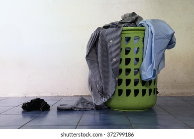 Pile of dirty clothes in a washing basket / Pile of dirty clothes