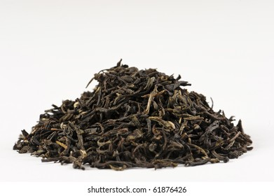 A pile of dry leaves from the antioxidant rich herbal tea called lapsang souchong.