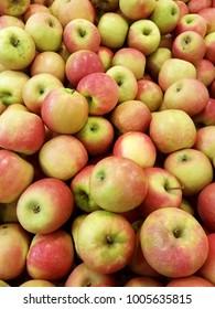 A pile of honeycrisp apples