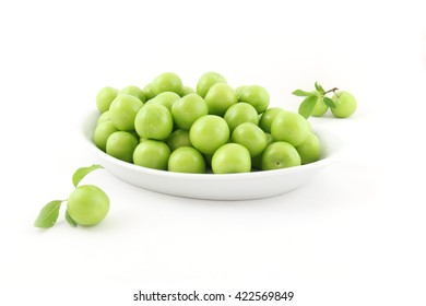 pile of Plums white background