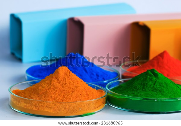 The pile of powder coating on glass plate