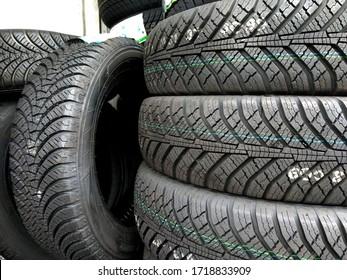 Pfähle verschiedener Standardreifen - wechselnde Reifen