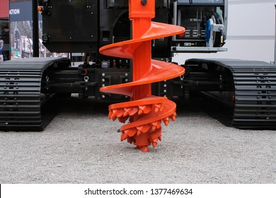 Piling equipment: drilling auger for foundation drilling