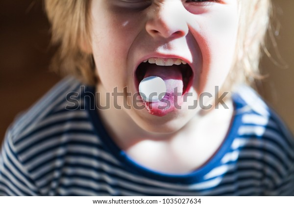 pill child mouth