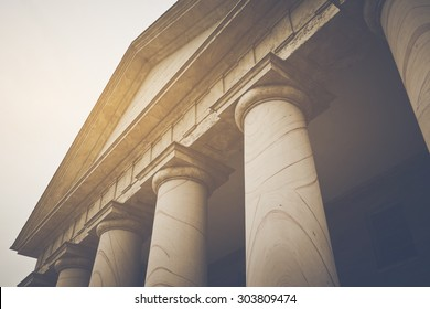 Säulen im Retro-Instagram-Stil