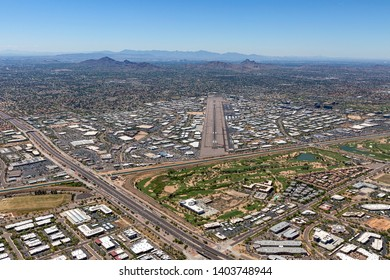 Pilot view of approach from northeast to the southwest of the airport in Scottsdale, Arizona