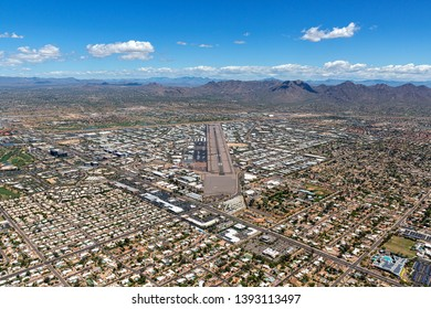 Pilot view of approach from southwest to the northeast of the airport in Scottsdale, Arizona