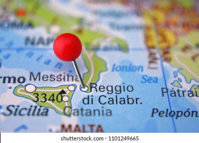 Pin in Reggio di Calabria on map, Italy