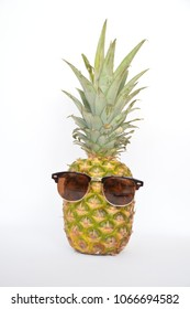 pinapple with sunglases