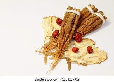 """A pinch of Chinese traditional herbal medicine including ginseng, the roots of Chinese angelica or commonly known as dong quai or """"female ginseng"""" and Cape jasmine Fruit (Gardenia jasminoides)"""