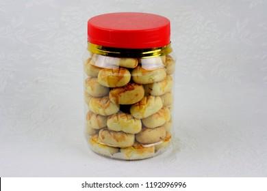 Pineapple cookies inside jar