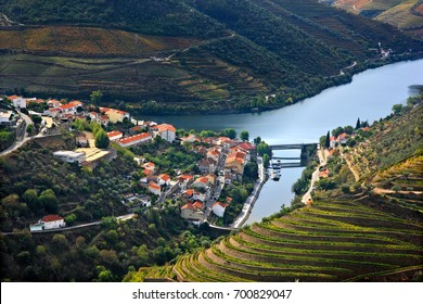 Pinhao town and Douro river, in the heart of Alto Douro Wine Region (UNESCO World Heritage, Site), Porto e Norte, Portugal