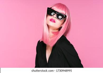 Rosa Perücke auf der Kopfbrille