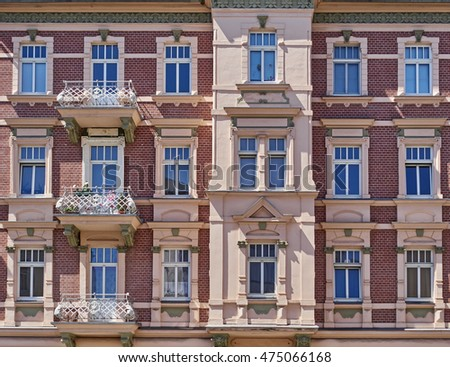pink and bordeaux vintage house facade, Germany