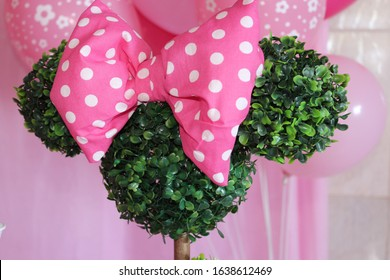 pink bow disney birthday decoration in plants and balloons