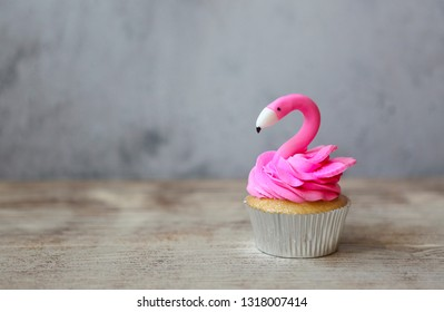 Pink flamingo cupcake for the Birthday party