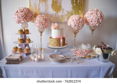 pink and gold table scape