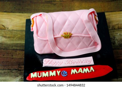 Pink handbag inspired cake fondant with mummy word