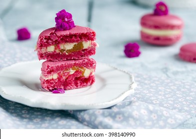 Pink macarons with vanilia cream