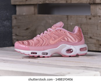 ????????? Nike Roshe Run Flyknit London Pink