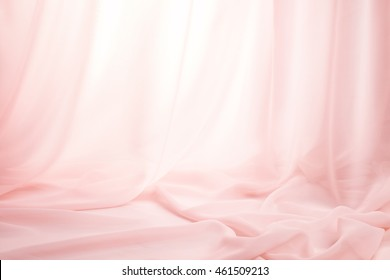 rosafarbene Seidenvorhänge