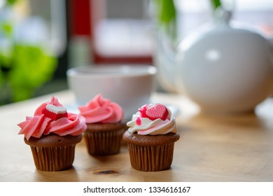 pink and white muffins  with teapot
