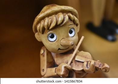 Pinocchio plays the violin, cheerful Pinocchio, cheerful Pinocchio, wooden toy