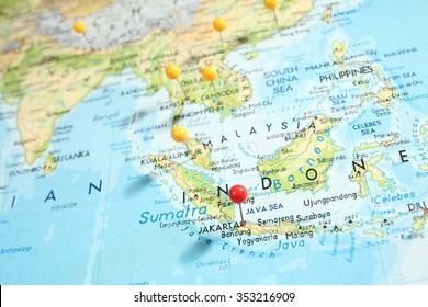 pins on map focus on kuala の写真素材 今すぐ編集 315926090