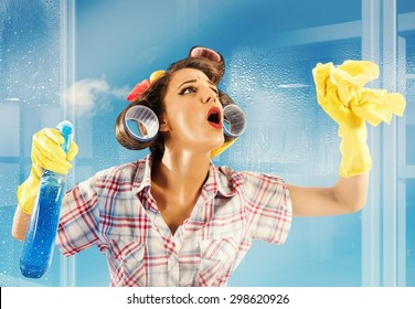 Pin-up housewife breathes on a clean glass