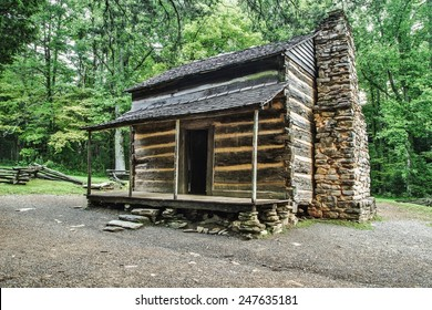 Pioneer Cabin. Settlers cabin on display in America's Great Smoky Mountain National Park. Gatlinburg, Tennessee.