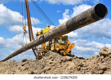 Pipe layer on the repair of the pipeline