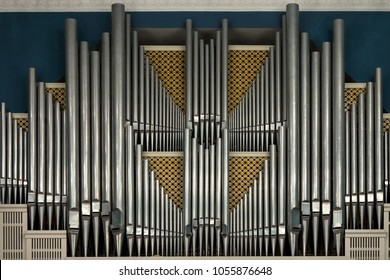 A pipe organ in the concert hall.