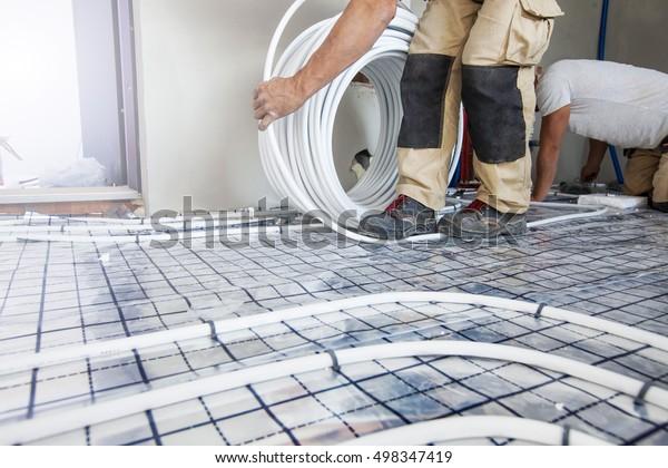 Unterbodenheizung mit Rohrleitungen