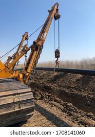 pipeline construction gas oil pipe tractor crane