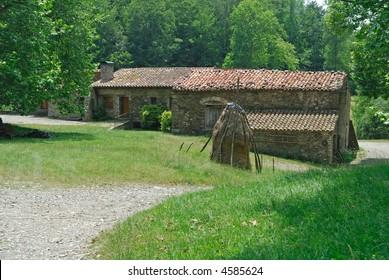 Pirineos (Catalunya, Spain) - Old farm with sheaf