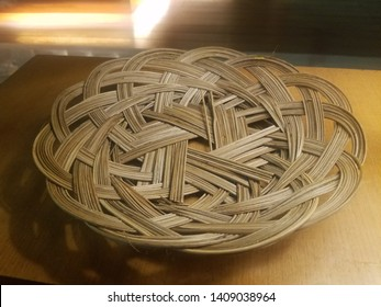Piring anyaman bambu is a plate made from bamboo, a traditional plate from Indonesia