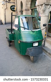 Pisa, Italy - August 3 2013 : old Italian green tuc-tuc